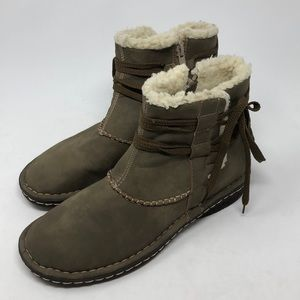 APRES Faux Leather Sherpa Lined Short Boots Size 9